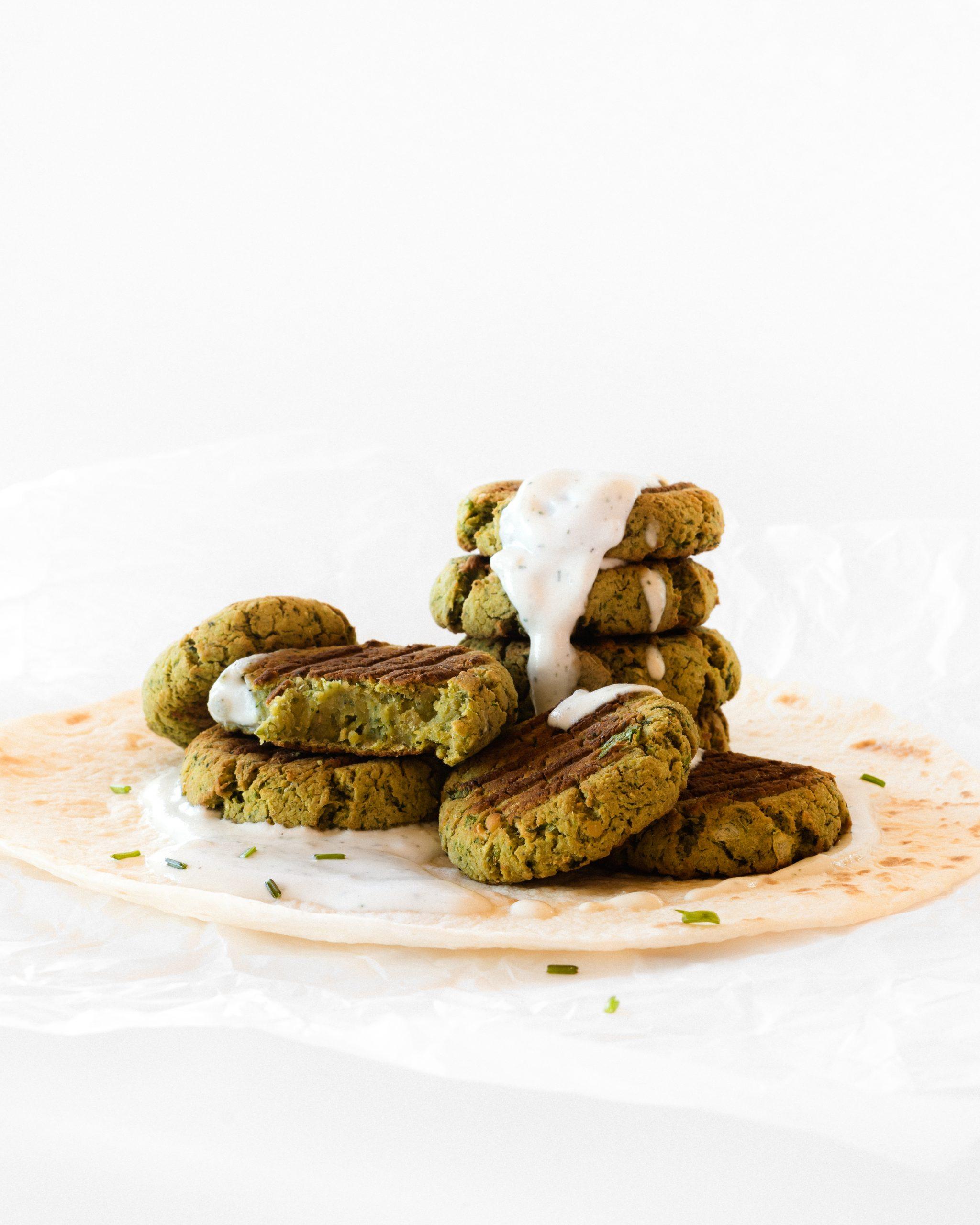 falafel vegano con salsa de yogur