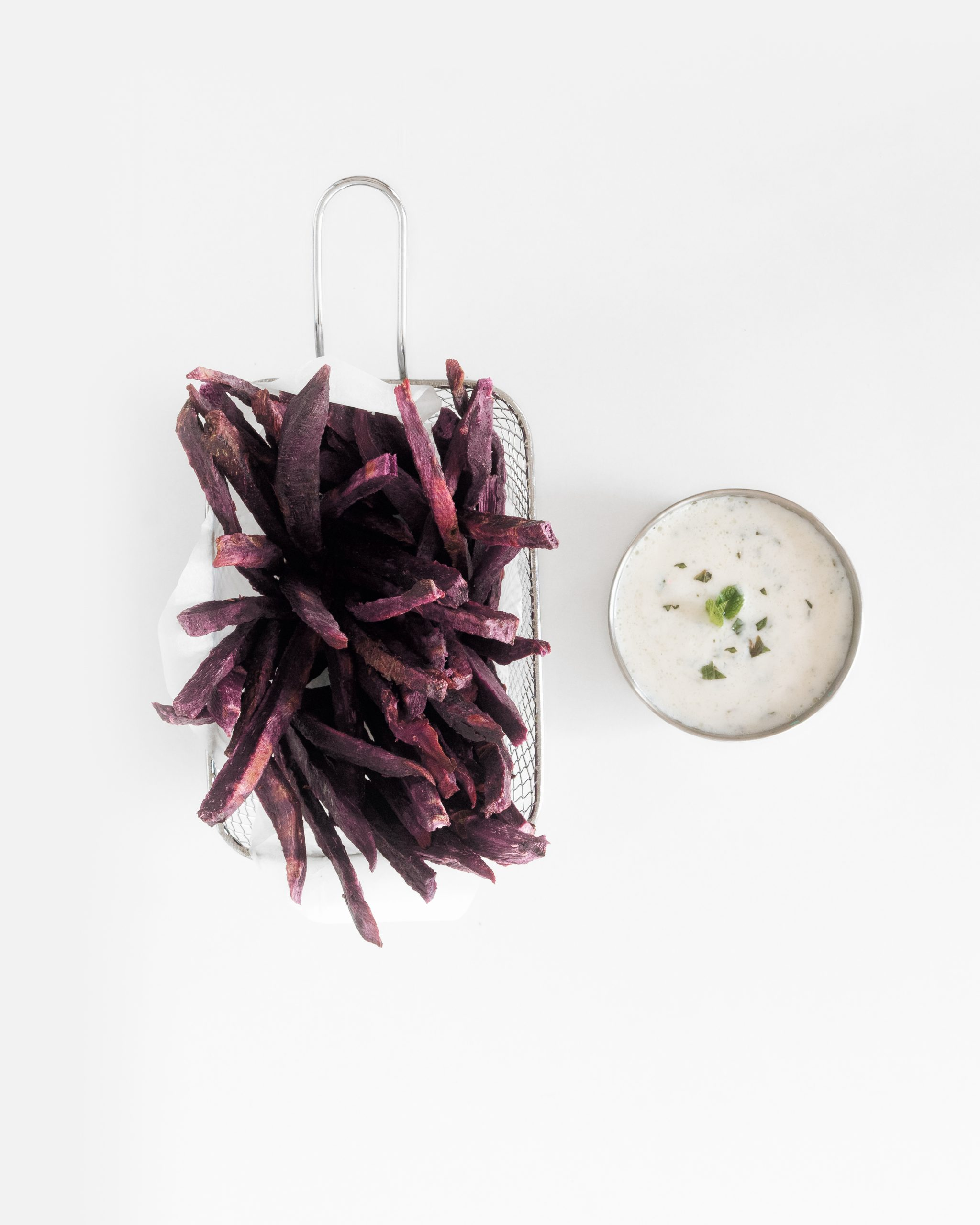 boniato morado con salsa de yogur vegana