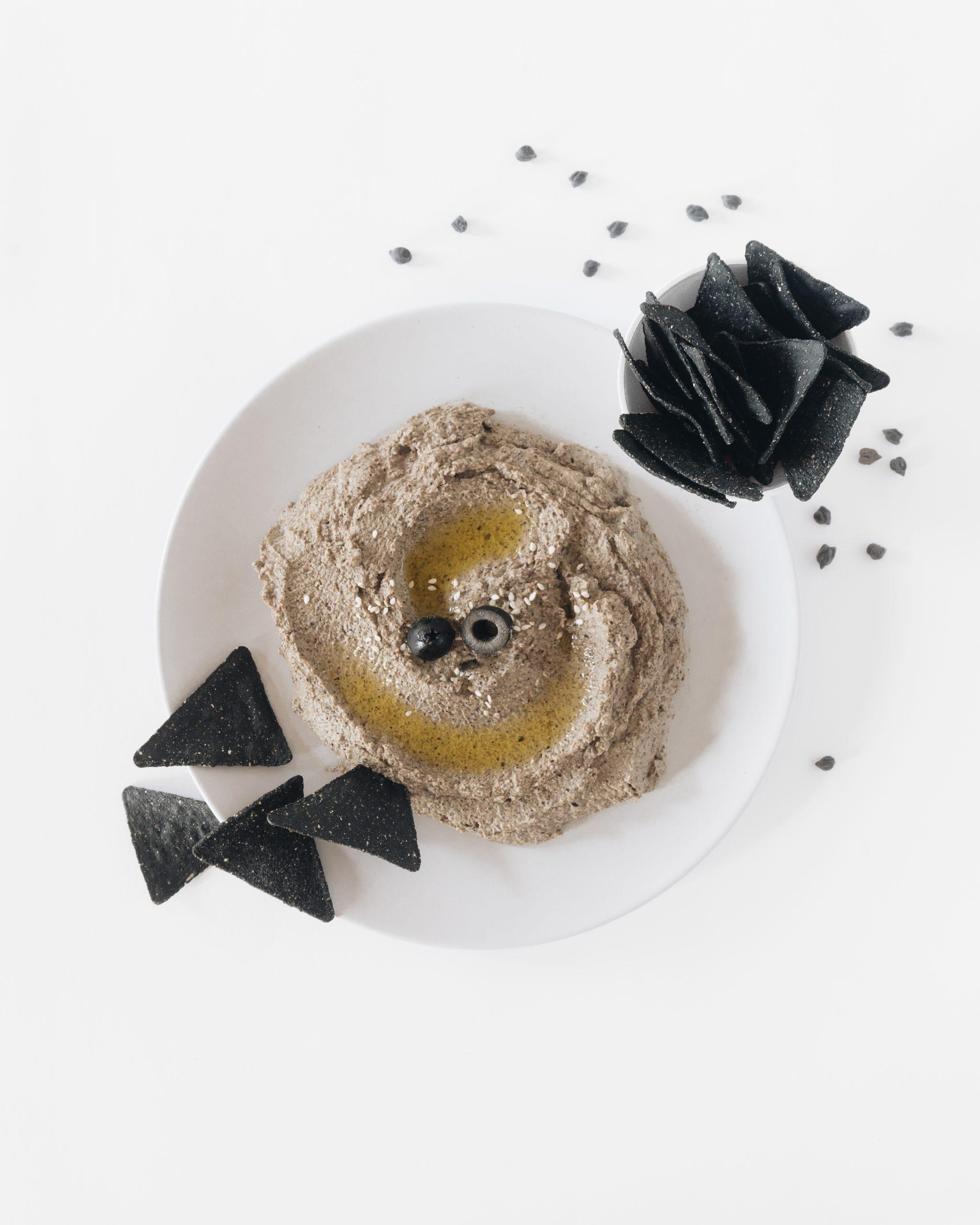 hummus con olivas negras